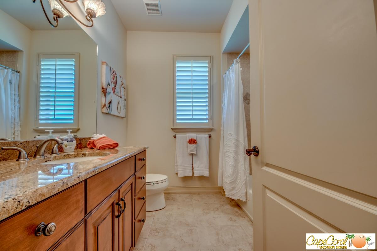 48-Guest Bathroom