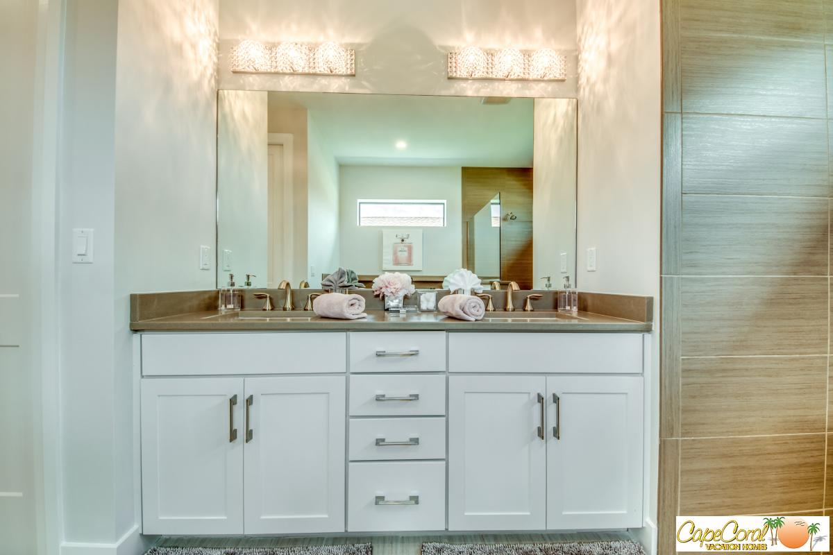 Master_Bathroom_2
